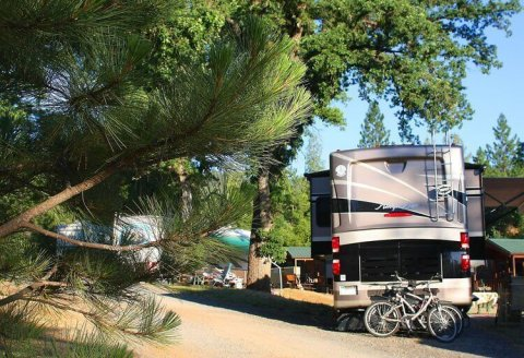 Yosemite Pines RV and Tent Sites